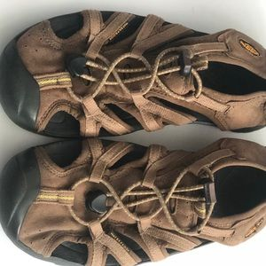 Keens brown sandals/water-shoes/hiking